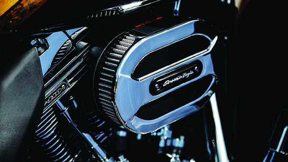 The new chrome bits on the CVO Limited come from the Airflow Collection of the Harley-Davidson P&A Catalogue
