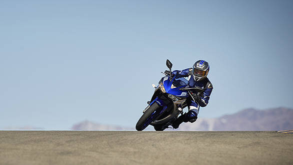 2015_YAM_YZF-R320_EU_MS1RB_ACT_002