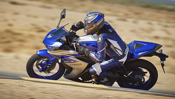 2015_YAM_YZF-R320_EU_MS1RB_ACT_004