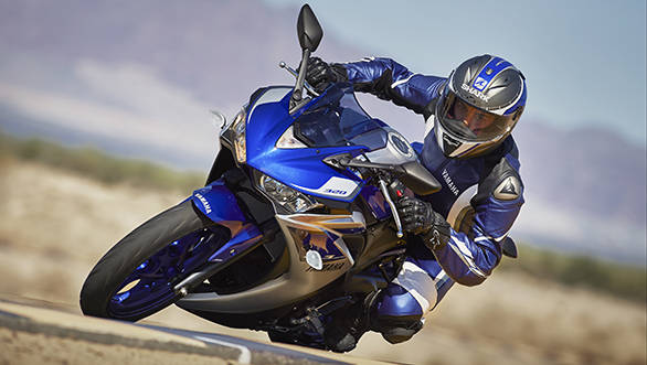 2015_YAM_YZF-R320_EU_MS1RB_ACT_005