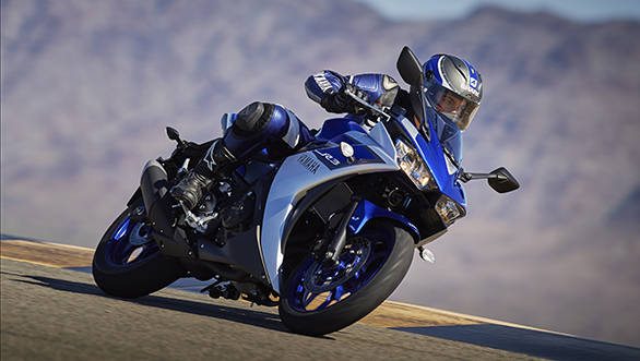 2015_YAM_YZF-R320_EU_MS1RB_ACT_006