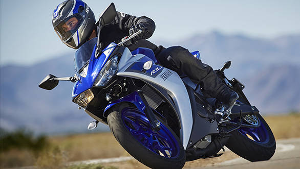 2015_YAM_YZF-R320_EU_MS1RB_ACT_011