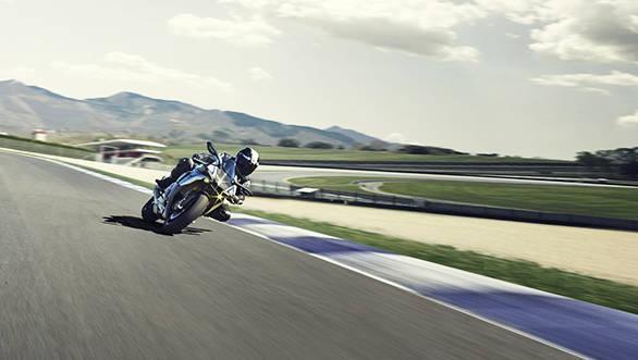 2015 Yamaha R1 (2)