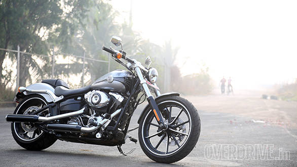 The long and low stance reminds you of the Rocker and the Breakout has to be the most wonderful looking of the Harley Softails right now