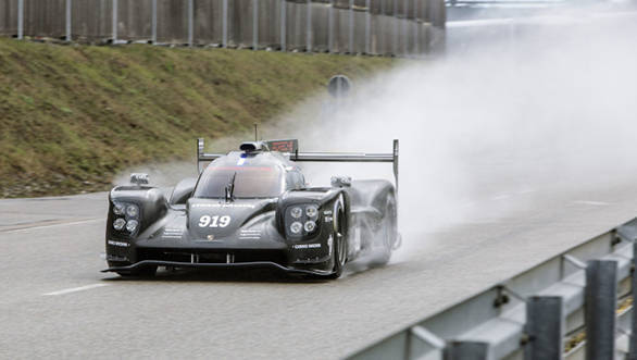 New Porsche 919 Hybrid LMP1 begins tests on track
