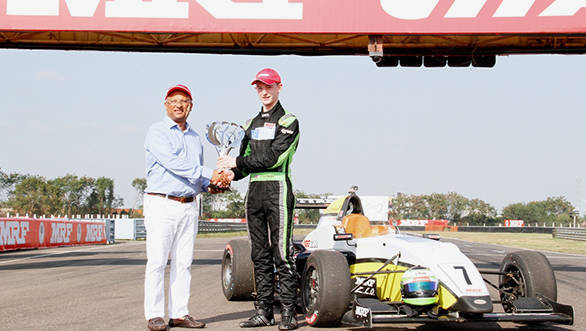 Arun Mammen, MD, MRF Tyres presenting trophy to 2014 Champion Toby Sowery copy