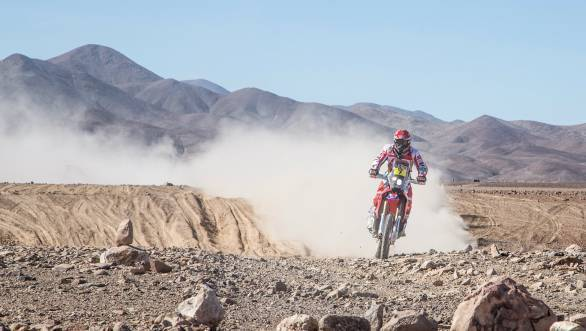 Paulo Goncalves took his first stage win of the 2015 Dakar, as team-mate Barreda Bort suffered the misfortune of a broken handlebar following a fall