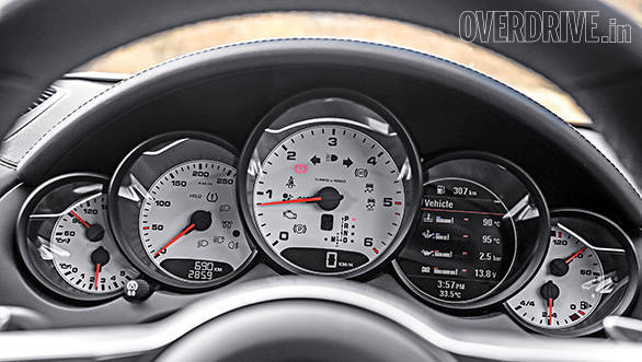 Multi-pot instrument cluster is a Porsche signature