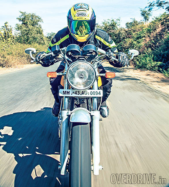 Triumph Thruxton vs Hero Splendor Pro Classic vs Royal Enfield Continental GT (4)