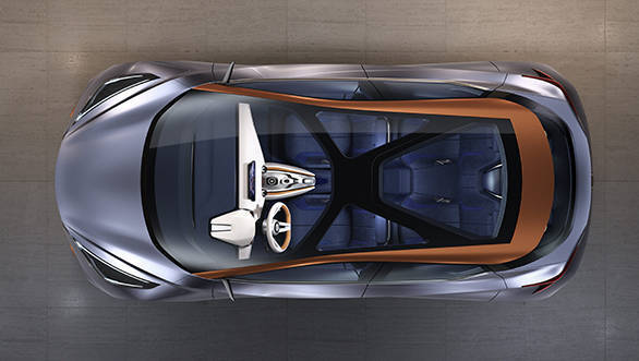 Nissan's new design language is the floating roof, which is expressed this time by a panoramic glass roof