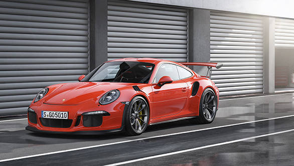 The 911 GT3 RS features the widest tyres of any 911 model as standard which helps in even more agile turn-in characteristics and even higher cornering speeds.