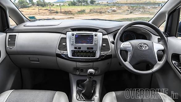 Renault Lodgy vs Toyota Innova (2)