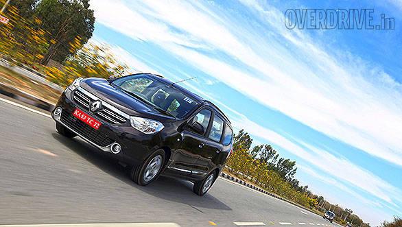 Renault Lodgy vs Toyota Innova (8)