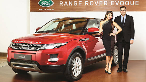 Rohit-Suri,-President,-Jaguar-Land-Rover-India-&-Jacqueline-Fernandez-launch-the-locally-manufactured-Range-Rover-Evoque-at-INR-48.73-Lacs-Ex-Showroom-Mumbai-(Pre---Octroi)