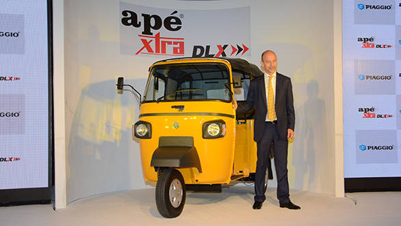 Stefano Pelle, CEO India, Piaggio Vehicles Pvt. Ltd. with the ape Xtra Dlx_resized