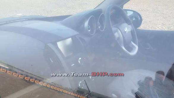 2015-Mahindra-XUV500-facelift-interior-spied