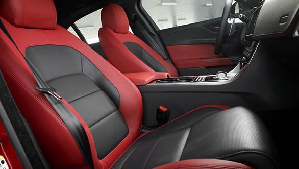 Jaguar XE V6S (11)