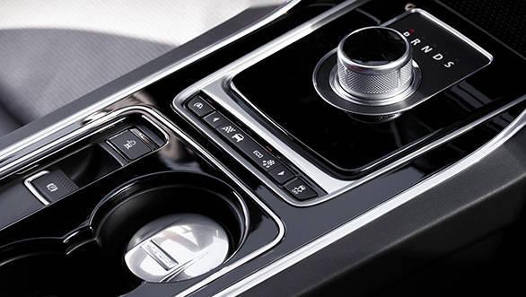 Jaguar XE V6S (13)