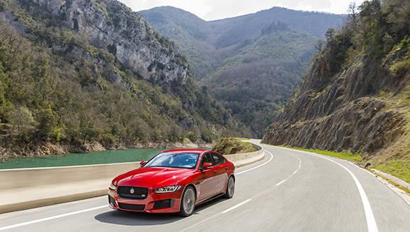 Jaguar XE V6S (6)