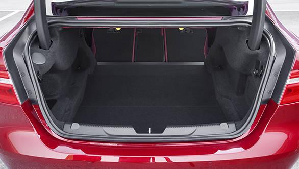 Jaguar XE V6S (8)