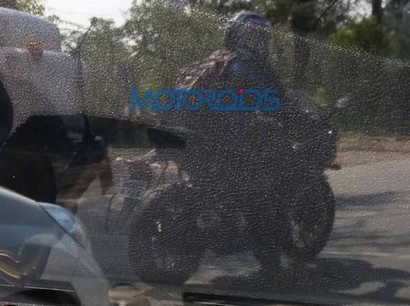 2015-Yamaha-YZF-R3-India-Testing