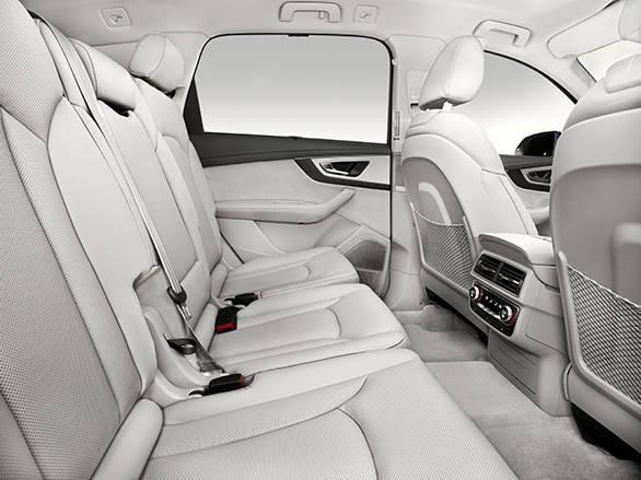Innenraum    Verbrauchsangaben Audi Q7:Kraftstoffverbrauch kombiniert in l/100 km: 8,3 - 5,7;CO2-Emission kombiniert in g/km: 193 - 149