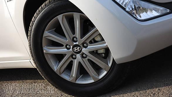 Hyundai Elantra 2015 (8)
