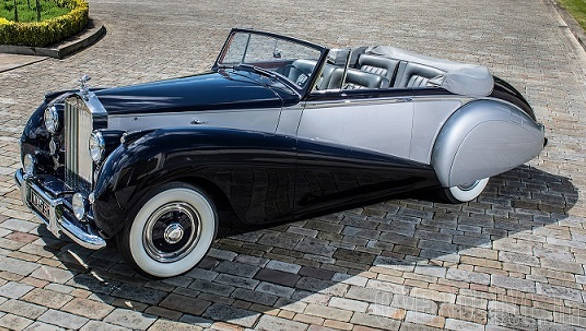 Like the 1952 Rolls-Royce Silver Dawn pictured above, the new Dawn will be an elegant four-seater convertible