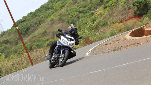 Yamaha Fazer Fi vs Suzuki Gixxer SF vs Bajaj Pulsar AS 150 (14)