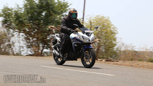 Yamaha Fazer Fi vs Suzuki Gixxer SF vs Bajaj Pulsar AS 150 (15)