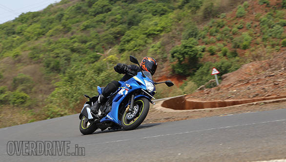 Yamaha Fazer Fi vs Suzuki Gixxer SF vs Bajaj Pulsar AS 150 (4)