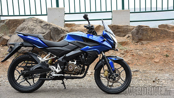 Yamaha Fazer Fi vs Suzuki Gixxer SF vs Bajaj Pulsar AS 150 (8)