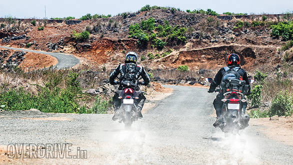 Bajaj Pulsar AS 200 vs Hero Karizma ZMR (1)