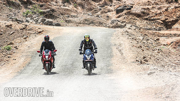 Bajaj Pulsar AS 200 vs Hero Karizma ZMR (13)