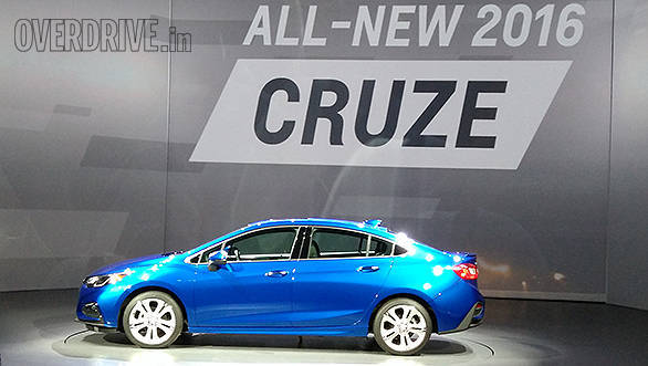 The new Cruze is also 68mm longer and 25mm shorter overall than before. This has led to an increase in cabin space over its rivals like the Volkswagen Jetta and the Hyundai Elantra