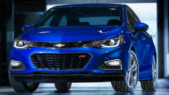 The new Cruze has a dual port grille flanked by sweptback headlamps - the top end models get projectors surrounded by LED elements along with LED DRLs