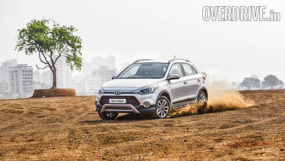 Hyundai i20 Active vs Fiat Avventurs vs Toyota Etios Cross (3)