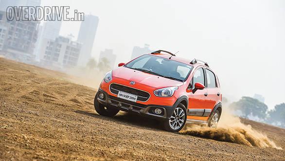 Hyundai i20 Active vs Fiat Avventurs vs Toyota Etios Cross (5)