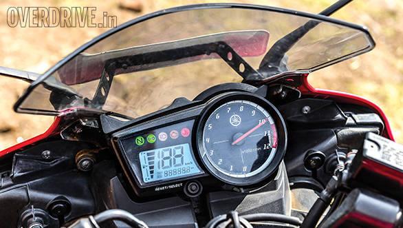 KTM RC200 vs Yamaha R15 vs Bajaj Pulsar RS200 (18)