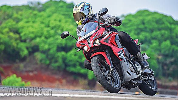 KTM RC200 vs Yamaha R15 vs Bajaj Pulsar RS200 (3)