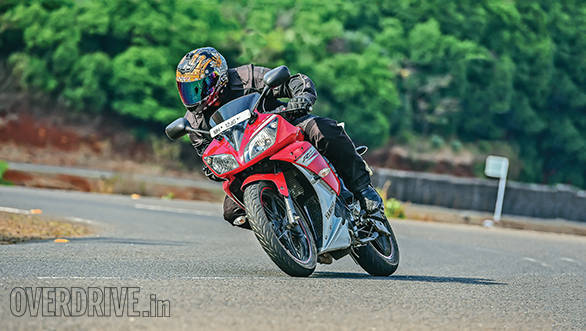 KTM RC200 vs Yamaha R15 vs Bajaj Pulsar RS200 (4)