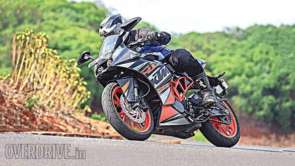 KTM RC200 vs Yamaha R15 vs Bajaj Pulsar RS200 (5)