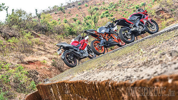 KTM RC200 vs Yamaha R15 vs Bajaj Pulsar RS200 (7)