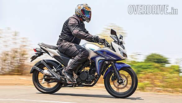 Suzuki Gixxer SF vs Yamaha Fazer Fi (8)