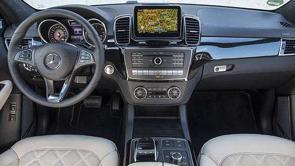 The GLE interior isn't all-new but gets a new steering, centre console, hi-res screen and different interior trims - width=