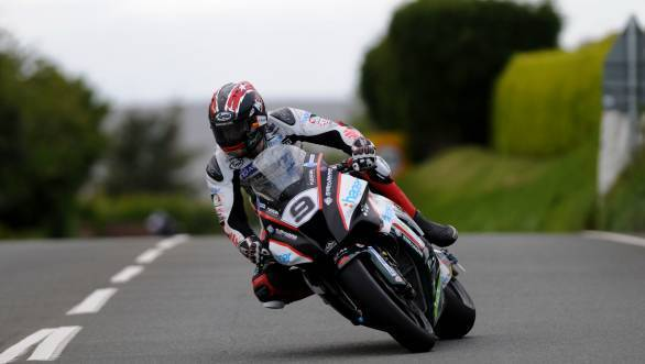 Ian Hutchinson set the Superbike timing sheets on fire when he clocked 2015's first 130mph lap at the IOMTT