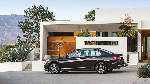 2016-Honda-Accord-facelift-side-press-shots-900x600 (1)