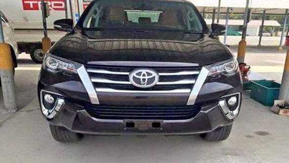 2016 Toyota Fortuner 2 r