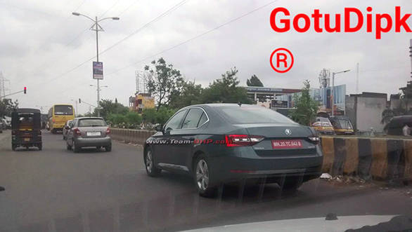 Spied: 2016 Skoda Superb spotted testing in Pune