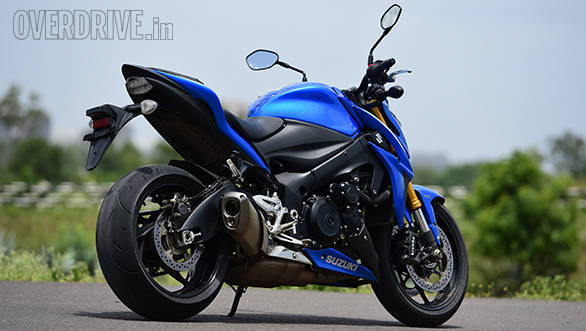 suzuki gsx s1000 first ride review overdrive. Black Bedroom Furniture Sets. Home Design Ideas